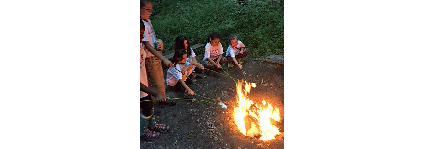 Youngsters roast marshmallows