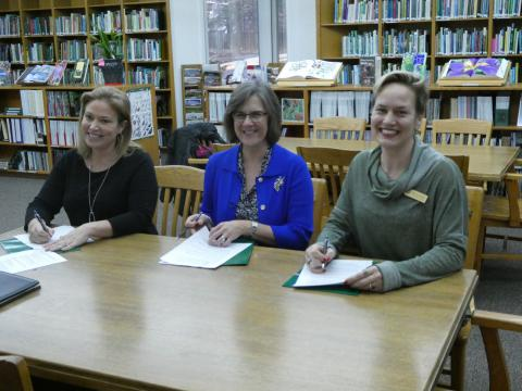 FROGS Sign Memorandum of Understanding at Green Spring Gardens