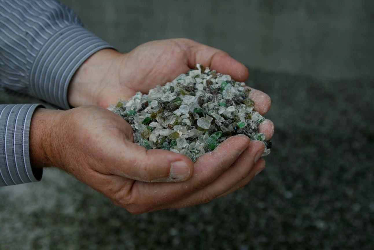 glass crushed into gravel-sized pieces